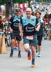 Lächeln trotz körperlicher Strapazen: Auch CVP-Regierungsrat Martin Pfister wird am Wochenende die Laufschuhe schnüren. (Bild: PD)