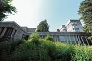 Die Gebäude der Kantonsschule in Wattwil sind möglicherweise schutzwürdig. Sicher sind sie aber sanierungsbedürftig, was sich zum Beispiel im Innern zeigt. (Bild: Olivia Hug)