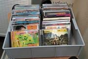 Auch DVD, Games und «Bravo-Hits» gibt es zu kaufen. (Bild: Johannes Wey)