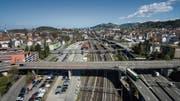 Der Stadtrat lässt die Option, die Gleise am Bahnhof St.Fiden zu überdecken, weiter offen. (Bild: Ralph Ribi)