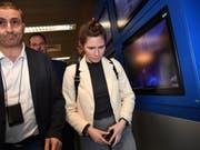 Amanda Know bei ihrer Ankunft am Donnerstag am Flughafen Mailand-Linate. (Bild: Keystone/EPA/DANIEL DAL ZENNARO)