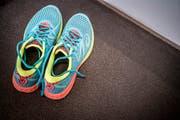 Das wichtigste Equipment der Ultramarathonläuferin: ihre Schuhe. (Bild: Andrea Stalder)