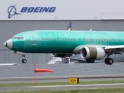 Die Luftverkehrsbranche steuert nach Einschätzung der Beratungsgesellschaft AlixPartners weltweit auf schwere Turbulenzen zu. So steckt Boeing nach zwei Abstürzen des Typs 737 Max in einer Krise. (Bild: KEYSTONE/AP/TED S. WARREN)