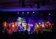 Im Kathi-Musical 2019 verwandeln sich die Bühne zu einem Flughafen und die Schülerinnen zu Stewardessen und Passagierinnen. (Bild: Carola Nadler)