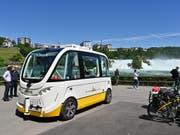 Mit dem selbstfahrenden Bus gelangt man nun auch zum Rheinfall. (Bild: profifoto.ch)