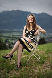 Bei einer kleinen Rolle des Knie-Jubiläumsfilms, der im Herbst ausgestrahlt wird, konnte Sarah-Luisa Rohrer bereits Filmset-Luft schnuppern. (Bild: Benjamin Manser)