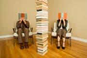 Durch Bücher und in Büchern getrennt - dabei birgt vermeintliche Frauenliteratur neue, berührende Erkenntnisse. (Bild: Getty)