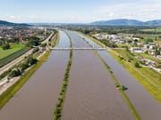 Das Hochwasser im Rhein geht zurück, der Bodenseepegel steigt. (Bild: KEYSTONE/GIAN EHRENZELLER)