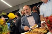 Die FDP Obwalden nominiert Marco De Col aus Kerns für den Nationalrat - und dann stärkt er sich für den Wahlkampf am Aperobuffet der Landfrauen. (Bilder: Markus von Rotz, Kägiswil, 12. Juni 2019)