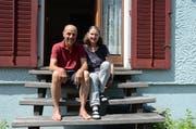 Peter und Anita Eggenberger geniessen seit einigen Jahren ihre Pension mit Enkel hüten und Gartenarbeiten. (Bild: Alexandra Gächter)