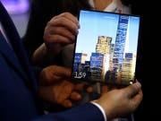 Das auffaltbare Huawei Mate X Smartphone kommt nun doch erst im September in die Läden. (Bild: KEYSTONE/AP/MANU FERNANDEZ)