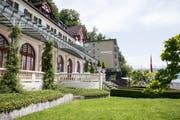 Der Eingang zum historischen Seeburg-Gebäude, im Hintergrund der Beton-Anbau aus den 50er-Jahren. (Bilder: Manuela Jans-Koch, Luzern, 13. Juni 2019)