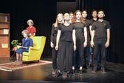 Die Schüler des Wahlfachs Theater rezitieren konzentriert an der Hauptprobe zu «Balladen». (Bild: Yvonne Imbach, Ebikon, 13. Juni 2019)