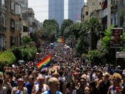 Zehntausende fordern anlässlich der Gay-Pride-Parade in Tel Aviv gleiche Rechte für Schwule, Lesben, Bi- und Transsexuelle. (Bild: KEYSTONE/AP/TSAFRIR ABAYOV)