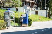 Bis Ende Juni soll man an allen Billettautomaten in der Stadt und Agglomeration Tickets in die ganze Schweiz lösen können. Im Bild eine Bushaltestelle in Udligenswil, auch dieser Billettautomat wird bis Ende dieses Jahres umgerüstet. (Bild: Roger Grütter)
