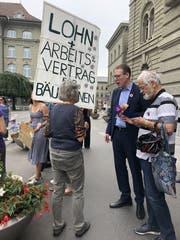 Vreni Wüthrich im Gespräch mit SP-Nationalrat und Gewerkschafter Adrian Wüthrich (BE).