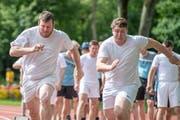 Die beiden Urner Andy Imhof (links) und Matthias Herger duellieren sich im 80-m-Rennen. (Bild: Urs Flüeler/Keystone)