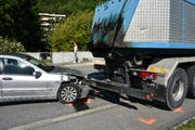Der Autofahrer verletzte sich beim Unfall. (Bild: Landespolizei)