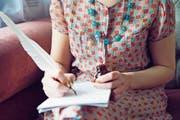 Gefühle zu Papier bringen... Das ist nicht die dümmste Beschäftigung. Doch hat sie noch Zukunft? (Bild: Mimi Haddon/Getty)