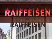Eine Arbeitsgruppe von Raiffeisen soll im Hinblick auf die Delegiertenversammlung im Herbst unter anderem das Prinzip «one bank, one vote» ausarbeiten. (Bild: KEYSTONE/GAETAN BALLY)