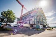 Durch ein zusätzliches Stockwerk kann die Migros drei Bürostandorte zusammenziehen. (Bild: Urs Bucher (14. Juni 2019))