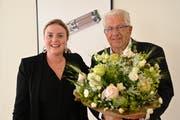 Nach 60 maxon-Fabrikgesprächen übergibt Jürgen Mayer die Rolle als Gastgeber an Verwaltungsrätin Bianca Braun. (Bild: Romano Cuonz, Sachseln, 13. Juni 2019)
