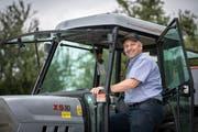 Kurt Henauer sitzt künftig wieder öfter in seinem Traktor.