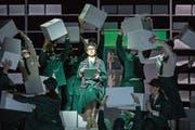 Magische Premiere: In Glucks «Orfeo ed Euridice» traten erstmals in einer Oper Sänger und Tänzer gemeinsam auf. (Bild: Gregory Batardon)
