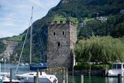 Der Schnitzturm ist das Wahrzeichen von Stansstad. (Bild: Corinne Glanzmann, Stansstad, 26. August 2015)
