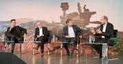 Von links Michael Hermann, Urs Altermatt, Moderator Martin Zenhäusern und Urs Leuthard. (Bild: Romano Cuonz, Sachseln, 13. Juni 2019)