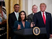 Der US-Fernsehstar Kim Kardashian West war am Donnerstag erneut zu Gast im Weissen Haus. (Bild: KEYSTONE/EPA/SHAWN THEW)