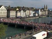 Zehntausende Teilnehmerinnen - und auch einige Männer - zogen durch die Zürcher Innenstadt. (Bild: Stadtpolizei Zürich)