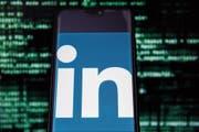 Auch Linkedin sammelt Daten und gewinnt damit wertvolle Informationen zum Arbeitsmarkt. (Bild: Omar Marques/Getty (Krakau, 13. November 2013)