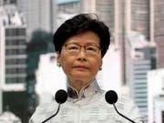 Nach massiven Protesten stellt Hongkongs Regierungschefin Carrie Lam Pläne für ein umstrittenes Auslieferungsgesetz nach China zurück. (AP Photo/Kin Cheung) (Bild: KEYSTONE/AP/KIN CHEUNG)