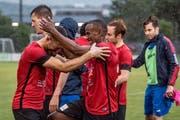 Geschafft: Die Kickers-Spieler freuen sich – der Ligaerhalt ist realisiert. (Bild: Nadia Schärli, Luzern, 15. Juni 2019)