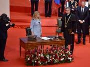 Die neue slowakische Präsidentin Zuzana Caputova hat ihr Amt offiziell angetreten. Sie löst Andrej Kiska ab (rechts im Hintergrund). (Vaclav Salek/CTK via AP) (Bild: KEYSTONE/AP CTK/VACLAV SALEK)