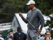 Der Putter lief nicht so heiss, wie Tiger Woods es sich gewünscht hatte (Bild: KEYSTONE/EPA/ETIENNE LAURENT)