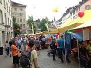 Viel Publikum zwischen den Informations- und Foodständen des 16. St.Galler Begegnungstags am Samstag in der Marktgasse. (Bilder: Reto Voneschen - 15. Juni 2019)
