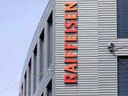 Raiffeisen Schweiz bleibt eine Genossenschaft. Der Verwaltungsrat hat die Umwandlung in eine AG verworfen. (Bild: KEYSTONE/GAETAN BALLY)
