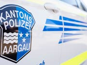 Die Aargauer Kantonspolizei hat in Lenzburg einen Mann festgenommen, der mehrere Menschen mit einer Schrotflinte bedroht hat. (Bild: KEYSTONE/ENNIO LEANZA)