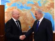 US-Nahost-Berater Jason Greenblatt (links) und Israels Premierminister Benjamin Netanjahu. (Bild: KEYSTONE/EPA GPO/HAIM ZACH / HANDOUT)