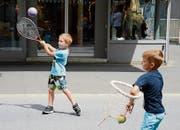 Erst Kontakte mit Tennisschlägern und -bällen ermöglichte der Tennisclub Buchs. (Bilder: Hansruedi Rohrer)