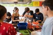 In den Schulen werde immer seltener gekocht, findet Koch Rolf Caviezel. (Bild: Michel Canonica)