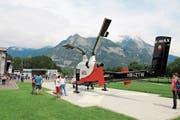 Helikopter faszinieren fast alle Menschen, vor allem, wenn man sie wie am Samstag im Heliport in Balzers einmal aus der Nähe begutachten kann. (Bilder: PD)