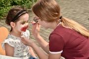 Ein Make-up für die Clownin – auch das wurde angeboten.