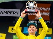 Bereit für die Tour de France: Der Däne Jakob Fuglsang gewann in Champéry zum zweiten Mal nach 2017 die Gesamtwertung am Critérium du Dauphiné (Bild: KEYSTONE/EPA KEYSTONE/JEAN-CHRISTOPHE BOTT)