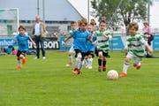 Die Kinder haben grossen Spass am Fussball. (Bild: Donato Caspari)