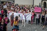 Streikende Frauen aus Appenzell Ausserrhoden treffen in St.Gallen ein. (Bild: Michel Canonica)