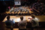 Die Jury beurteilt den Musikverein Buochs am 1. Zentralschweizer Musikfest. (Bild: Philipp Schmidli, Hergiswil, 15. Juni 2019)