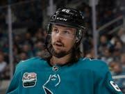 92 Millionen Dollar über acht Jahre: Der Schwede Erik Karlsson von den San Jose Sharks wird zum bestbezahlten NHL-Verteidiger (Bild: KEYSTONE/AP/JEFF CHIU)